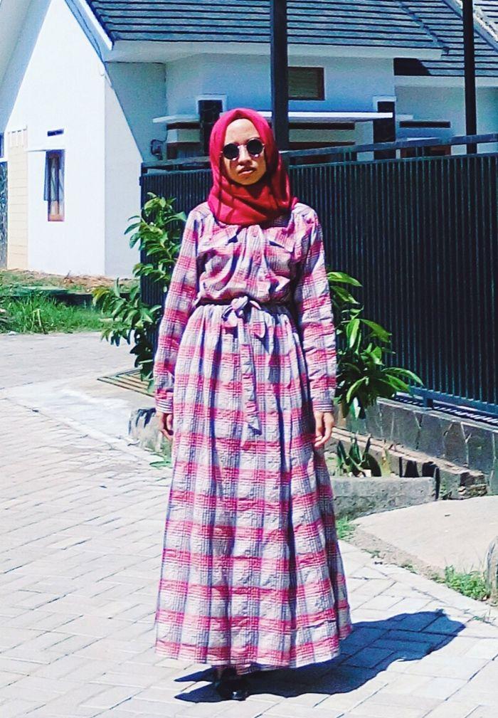 vintage retro mood.  #hijabstyle #indonesia #plaid #dress