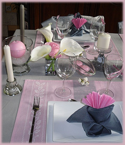 Rose et gris perle servilletas pinterest roses articles and tables - Decoration table mariage fushia ...