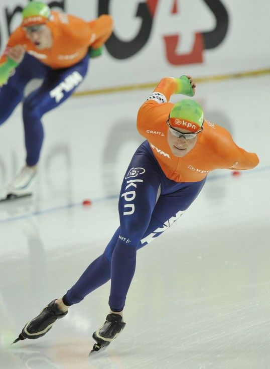 Netherlands' Sven Kramer competes in the men's 10000m event at the ISU World Allround Speed Skating Championships in Moscow on February 19, 2012. Sven Kramer won the race with a time of 13min 08.76sec and the Allround final standings. AFP PHOTO / ALEXANDER FEDOROV