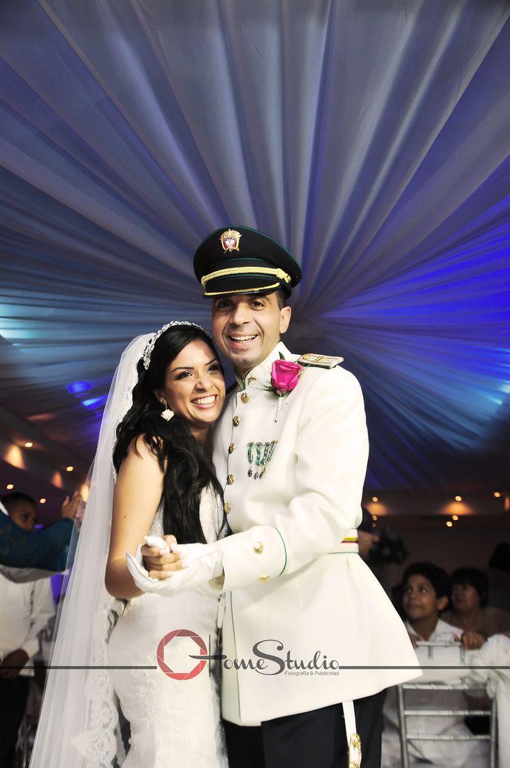 "The memories. Photography & vídeo.  Para bodas civiles y religiosas. Asistencia completa a tu boda. ""Hacemos que cada momento sea inolvidable."