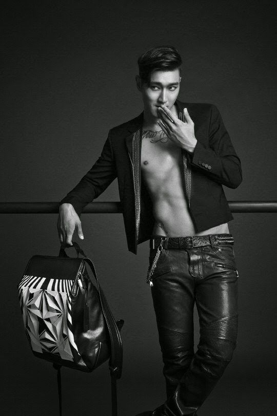 Choi Siwon to release his own designed-bag collection