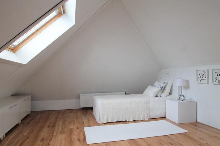 Huis te koop uitgelicht: Dit herenhuis is een lust voor het oog. De moderne rechte lijnen, de grote erker en de openslaande deuren aan de achterzijde geven het huis extra cachet. Een huis om verliefd op te worden. #huistekoop #houseforsale #Assen #Drenthe Lees meer op http://www.funda.nl/koop/assen/huis-48422013-steurstraat-7-a/fotos/#: Gemeten Op, Vans A, The Doors, Te Assen, Een Wands, The Large, Koop Uitgelicht, Op Te, Sale