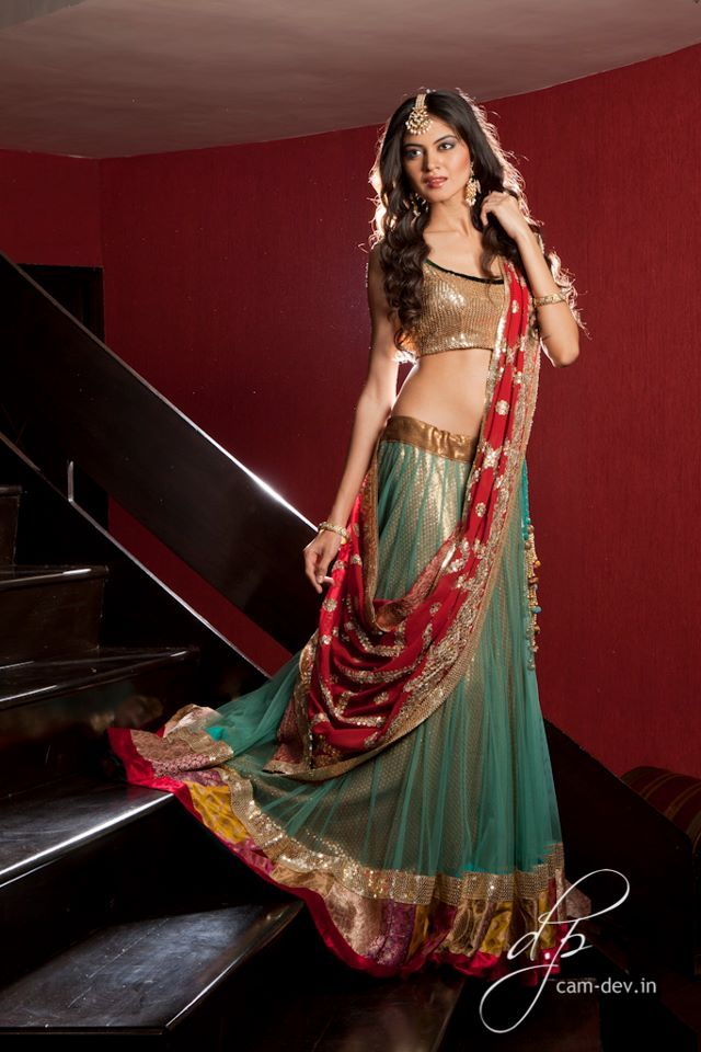 i love indian clothes and the women are gorg!