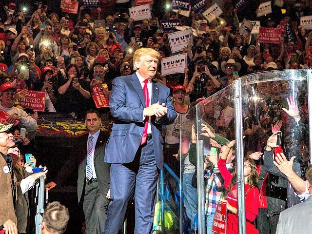 10,000 Supporters at Pennsylvania Trump Rally Chant 'CNN Sucks' - http://conservativeread.com/10000-supporters-at-pennsylvania-trump-rally-chant-cnn-sucks/