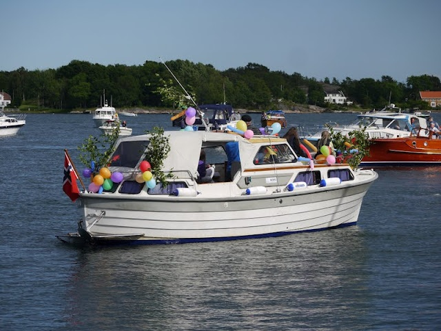 S/Y Dolphin Dance sailing blog | a Finnish Hallberg-Rassy 29 sailing in the Northern Europe: Midsummer in Grimstad