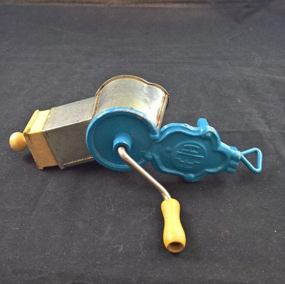 Blue Vintage grindernut grinder kitchen grinder by SmalandVintage