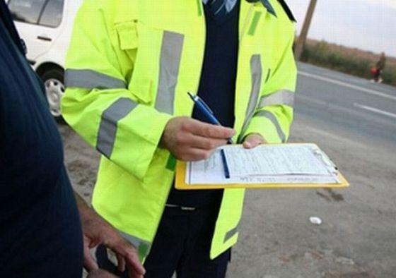 Poliţiştii bihoreni se cred mai presus de lege. Aceştia obligă participanţi la trafic să încalce regulile de circulaţie