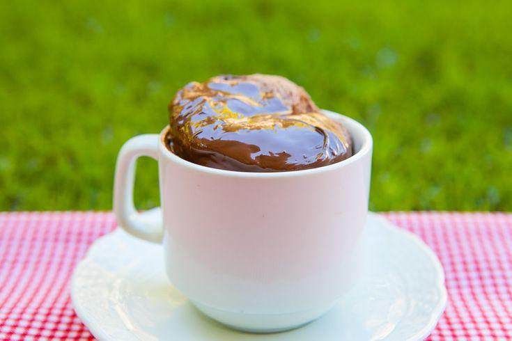 Que tal um bolinho prático, rápido e nutritivo para o lanche da tarde? Eu sou expert em bolos de chocolate gordinhos e já contei para você que fazia a receita de nega maluca desde pequena. Meu bolo…