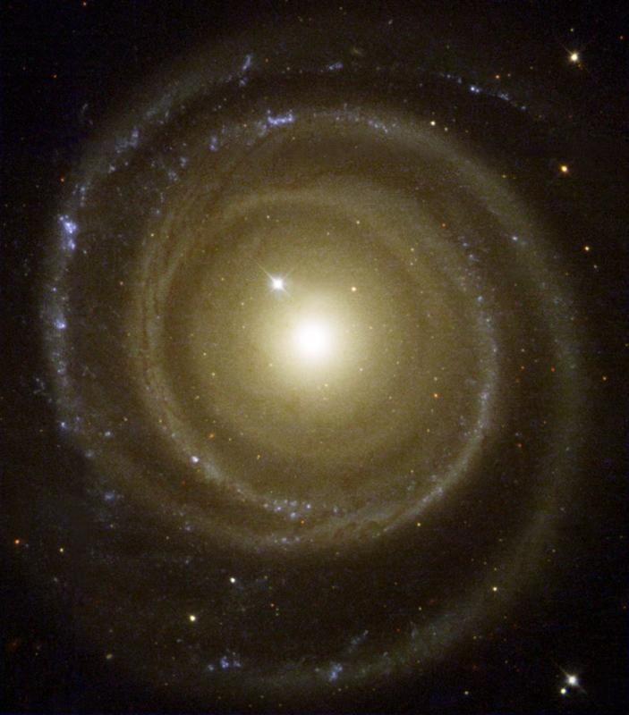 Spiral Galaxy NGC 4622 Spins  Backwards
