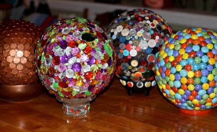 Glossy+garden+art+using+bowling+balls