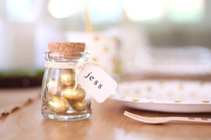 Our mini glass pots with cork lids make a great Easter favour.  Fill them with mini eggs and label them with a cute scalloped white tag. Check them out here http://www.hipandhooray.com.au/mini-glass-pot-with-cork-4pk
