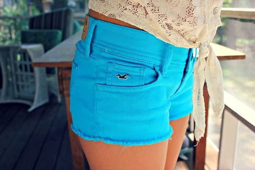 Love this pop of colour :) | Casual Wear | Pinterest | Blue shorts ...