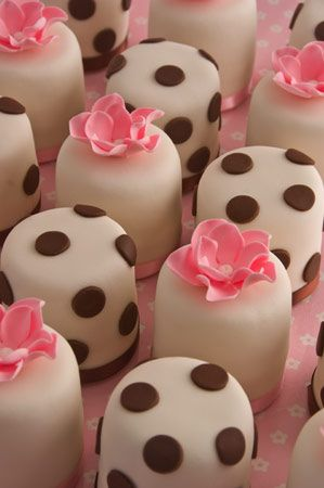 polka dot mini cakes