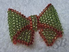 Peyote Bow (pattern on website). This isn't in English, but the photos in this tutorial are great !