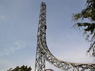 Superman coaster goes 100 mph in Valencia, CA