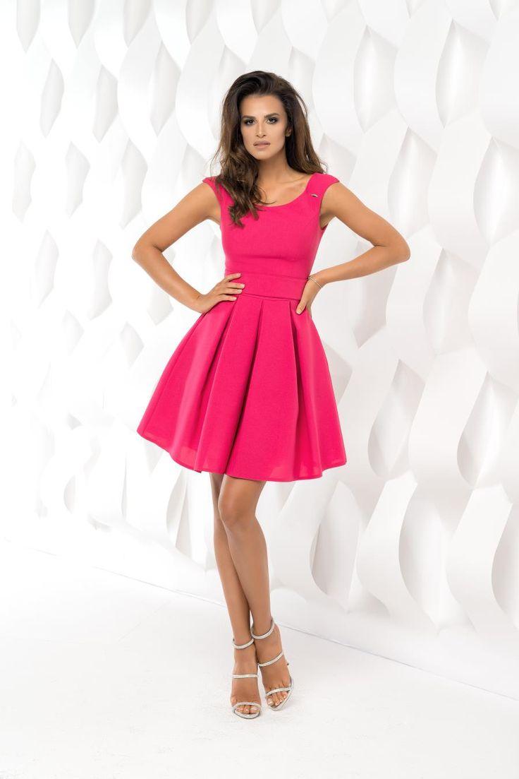 Piękna sukienka rozkloszowana w kolorze Fuksji.  Źródło: http://besima.pl