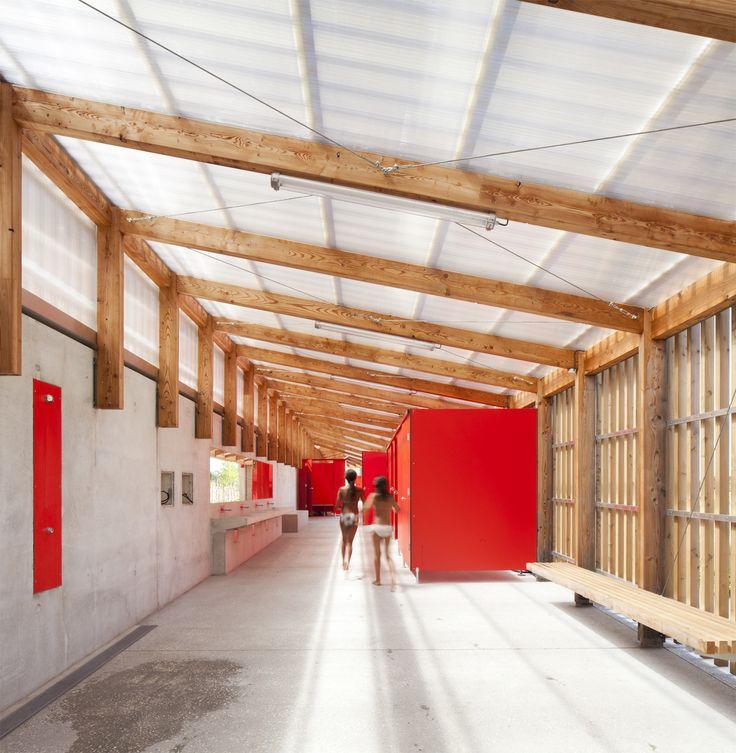 LOG architectes en collaboration avec les architectes paysagistes Atelier Roberta ont terminés le réaménagement de la piscine de Fumel, située le départeme