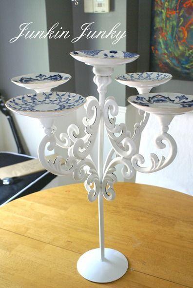 Um candelabro antigo repaginado pode dar um belo centro de mesa.