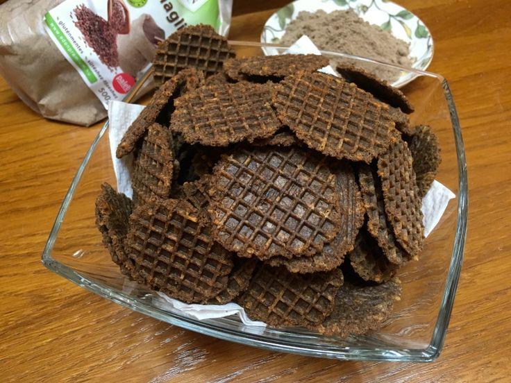 Sajtos tallért sütöttem lenmaglisztből. Aki paleo, gluténmentes vagy egészségesebb étrendet követ, nyugodtan kipróbálhatja. A tészta