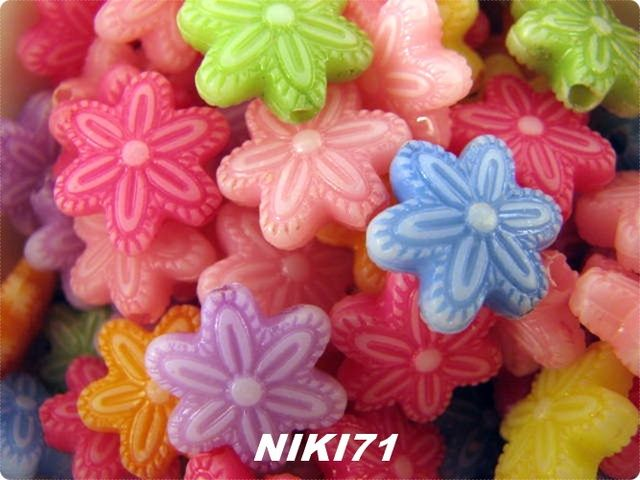 BMGM Multicolored Flower Beads . Starting at $3 on Tophatter.com!