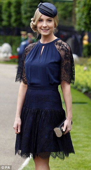 Joanne Froggatt - Forties reborn with a modern flair! My Mom would have loved it and worn it.