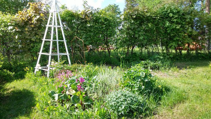 Uusi puutarhaobeliski.