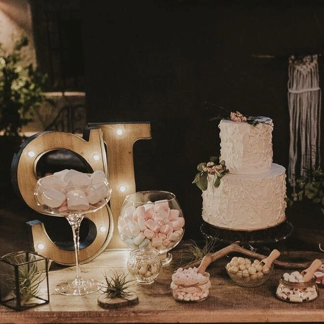 Rustic Candy bar. Nuages weddings