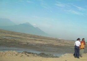 Ketua Umum Partai Golkar Aburizal Bakrie (ARB) atau Ical akan membeli seluruh tanah yang terkena dampak dari semburan lumpur Lapindo di..
