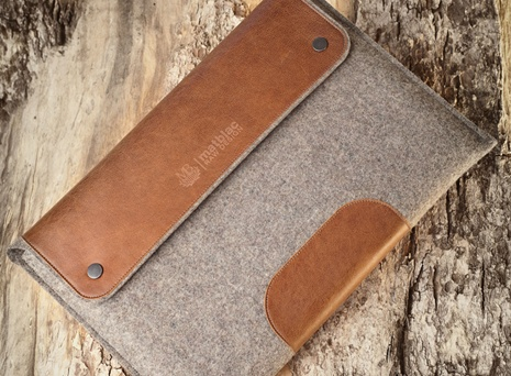 Wool and leather laptop case for Macs.