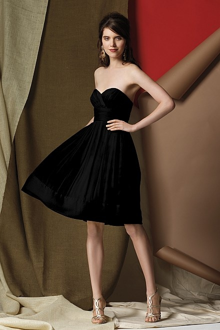 I love it in black but I dont know how I feel about black bridesmaid dresses