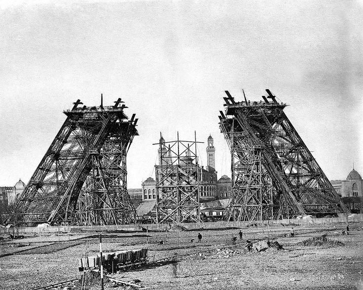 Construcción de la Torre Eiffel el 7 de diciembre de 1887, el año que comenzó a construirse.