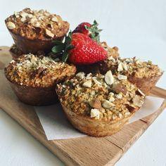 Havregrøds muffins nemme at lave og gode til både morgenmad eller et hurtigt mellemmåltid. Sødet med bananer og uden tilsat sukker.