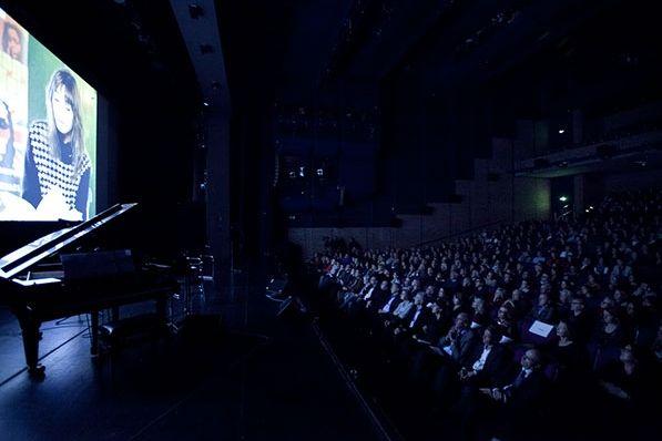 Wunderbare Filmbeiträge zur Eröffnung von Andreas Ammer. Hier: Lydia Daher (6.11.2013) © Kerstin Dahnert/Münchner Bücherschau #litmuc13