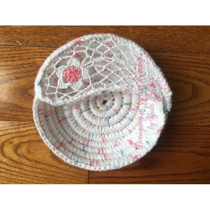 Yin Yang jewelry dish Porta-jóias yin yang #dreamingincolors #crochet  #yinyang #art #arte #handmade #white #delicate #delicado #artesanato #craft #stjohns #newfoundland #stjohnsnl #yyt #canada
