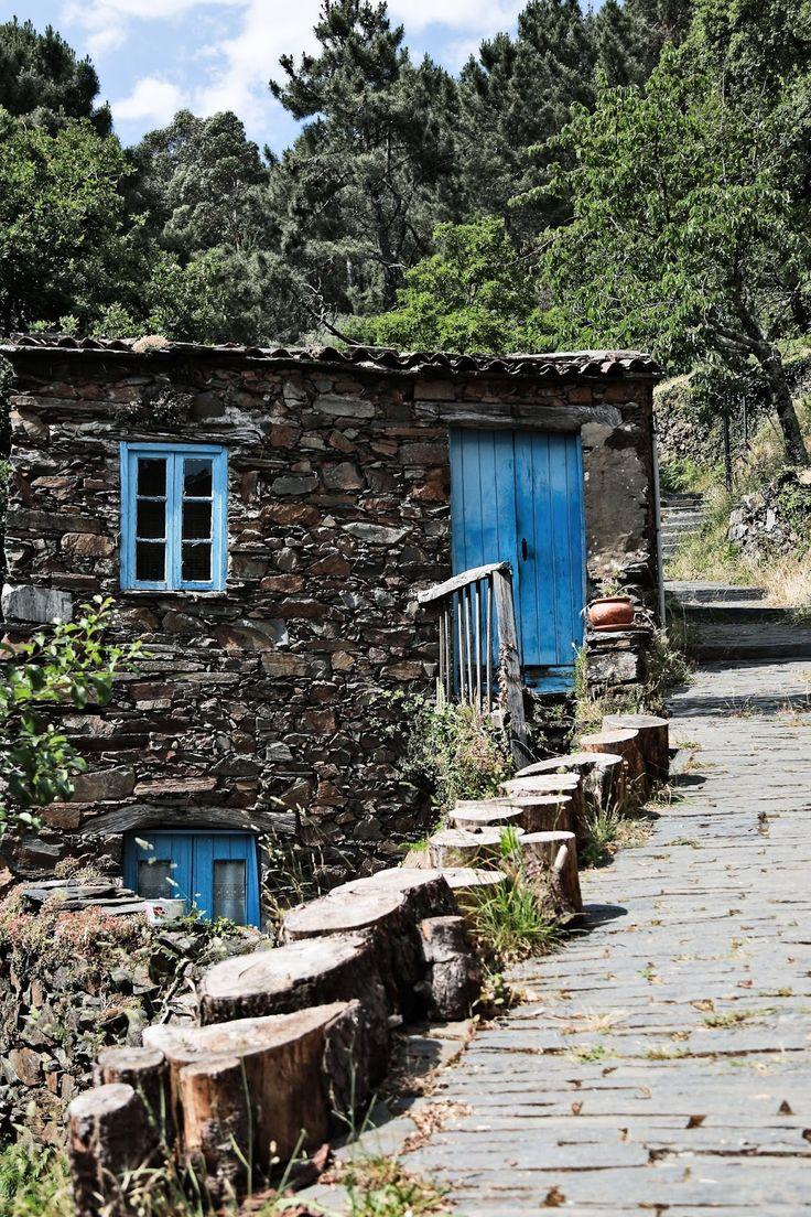 Dry stone walls? Aometimes called rubble walls. --aldeias de pedra, Piodão, Arganil | Portugal  creo!