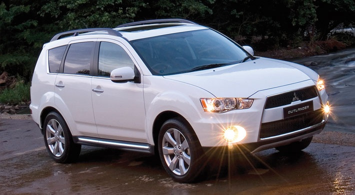 The Outlander's suspension has a soft sprung and it's a smooth ride when it comes to bumpy roads. Mitsubishi Outlander.