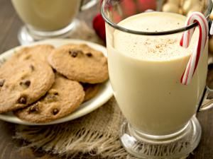 eggnog recipe, non-alcoholic, alcohol, eggs, beverage, receipts - © 2014 DebbiSmirnoff/Getty Images, licensed to About.com, Inc.