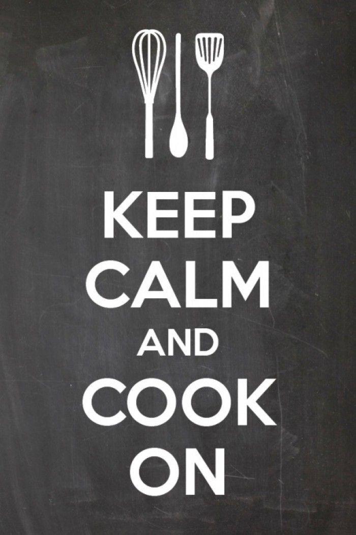 """Canvasdoek met de leuke tekst: keep calm and cook on Trendy canvasdoek voor in de keuken. Voor (wannabe) keukenprinsessen of voor iedereen die haar keuken een beetje wilt opleuken. Of leuk om cadeau te doen, samen met een kookboek. De """"keep calm"""" teksten zijn niet meer weg te denken , ook niet in je interieur! Ook als keukensticker verkrijgbaar."""