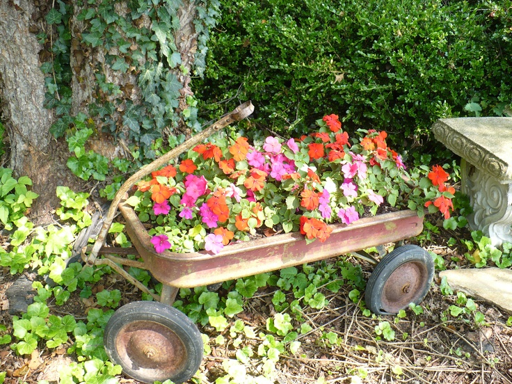 Love the use of colourful Impatiens 'Busy Lizzy' in an old wagon planter. A portable feature garden idea. | The Micro Gardener