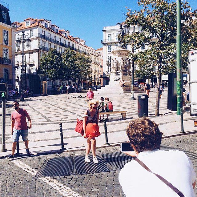 Portugese Marilyn 💃 #lisboa #lisbon #portugal #city #streets #streetsoflisbon #likemarilyn #summertime #vsco #vscoportugal #vscolisbon #citylife