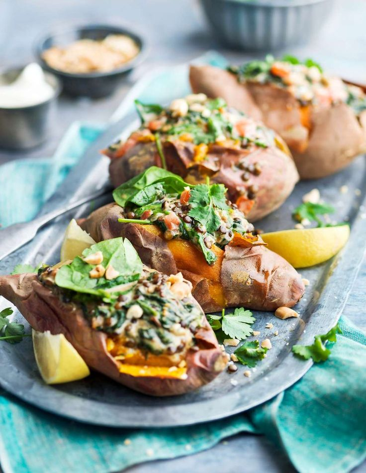 Sött med sting! Bakad sötpotatis med en härligt krämig spenat- och linsröra
