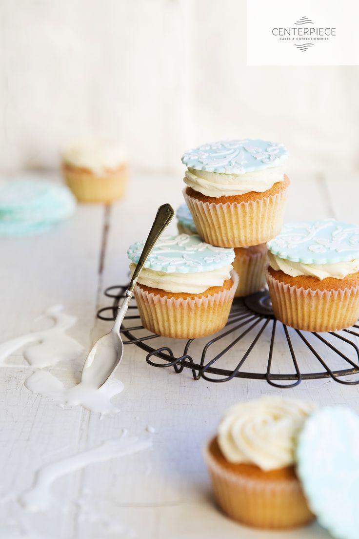 Fondant & Lace topped Vanilla Cupcakes