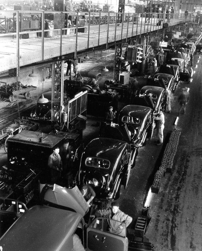 Atelier Robert Doisneau   Galeries virtuelles des photographies de Doisneau - Automobiles Renault