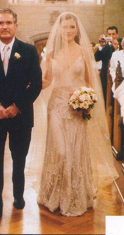 love it. love it. LOVE. IT. amazing, vintage-looking wedding dress