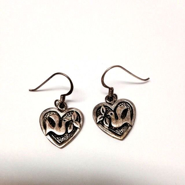 Beautiful Sterling Silver Heart Shaped Dangle Pierced Earrings Dove Leaves .925