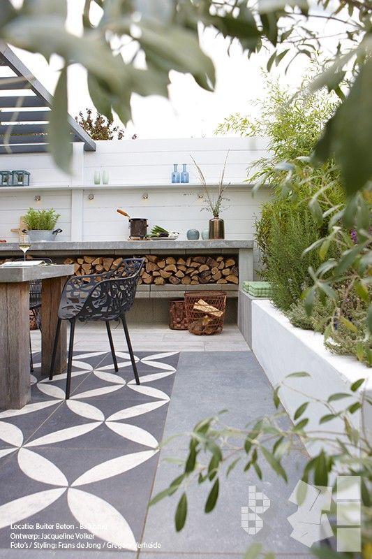 Buitenkeuken en hout opslag