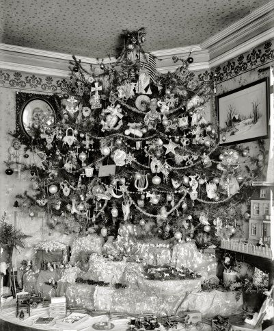 Early 1920s Christmas tree and putz