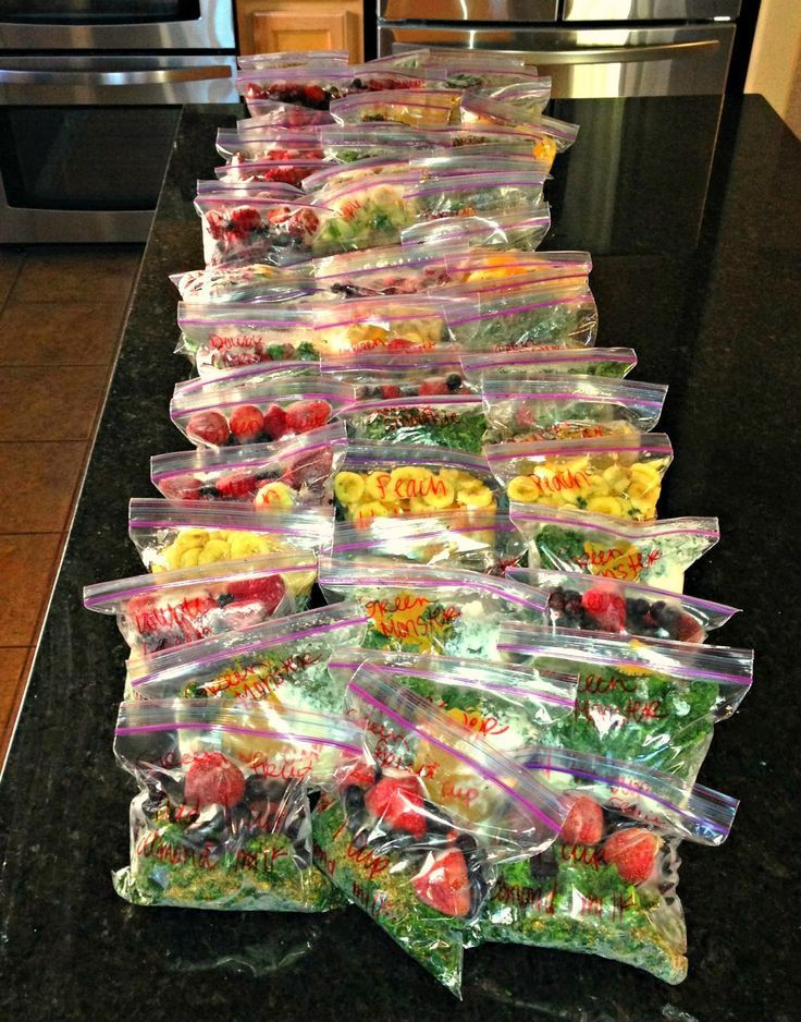 Frozen Smoothie Packs - save time and create easy baggies of your favorite smoothie ingredients. Dump a bag in the blender and whip it up!