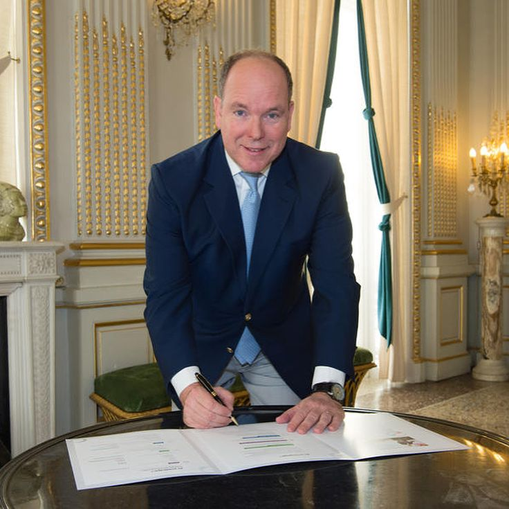 Prince Albert has signed this week the National Pact for the energy transition of the Principality.  This Pact allows everyone to contribute to their own measure to Monaco's energy transition whose objectives are clear: to reduce gas emissions to be reasonable in energy consumption and to increase local production of renewable energy in the Principality.  Simple and didactic support of the approach a carbon calculator adapted to Monaco and to the different profiles of the members of the Pact…