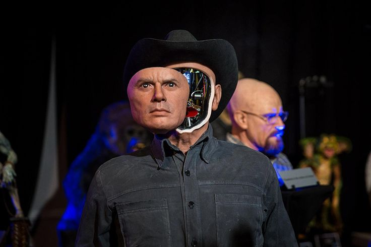 Tested recently sent Norman Chan to the Monsterpalooza convention in Burbank, California, where he checked out an amazing silicone mechanized sculpture created by sculptor Nick Marra of Nick Marra Studios, depicting actor Yul Brynner as The Gunslinger robot from Michael Crichton's 1973 sci-fi western-thriller film Westworld. Marra goes into detail during his interview with Chan about how he brought the on-screen bionic cowboy to life and shows the sculpture's face opening up to reveal its…